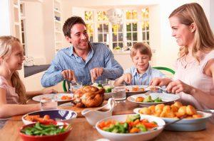 Điềm báo tốt khi mơ ăn uống cùng gia đình