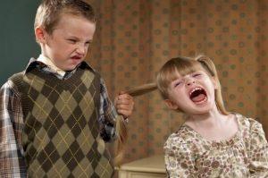 mơ thấy anh trai kéo tóc em gái