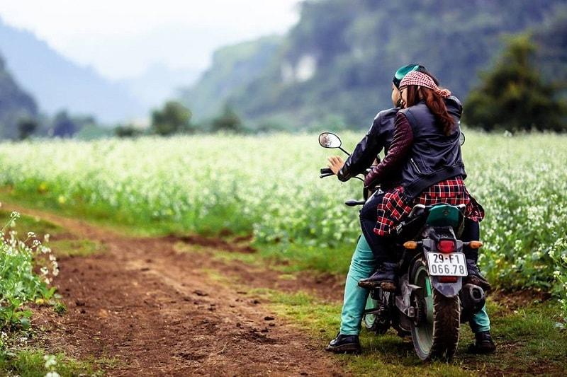 Mơ đi xe máy với người yêu đánh con gì