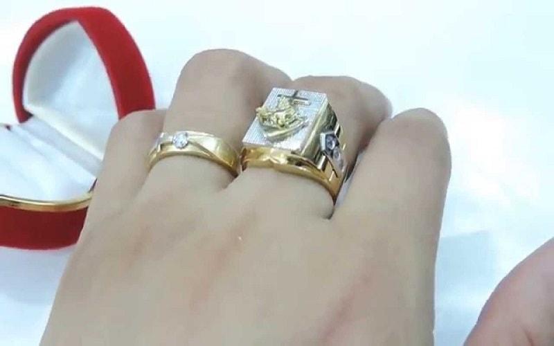 Mơ nhặt được vàng là nữ trang cho thấy cuộc sống của bạn sắp có tiền của