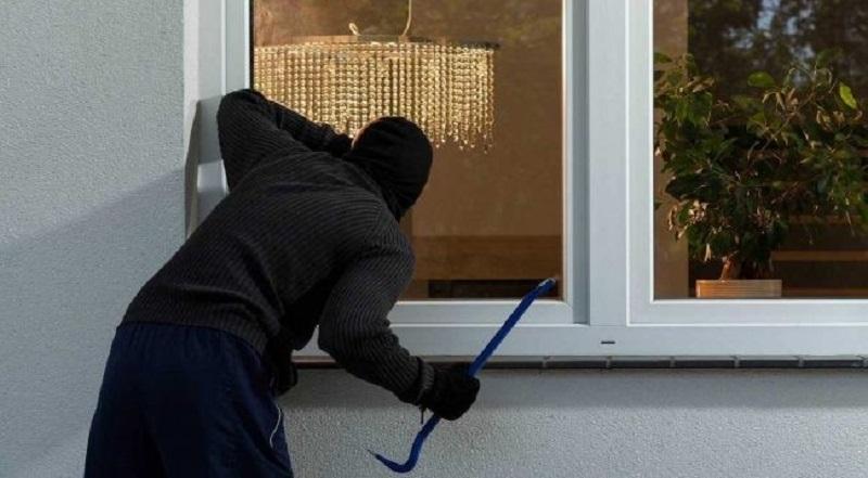 Mơ thấy trộm đang thăm dò vào nhà mình