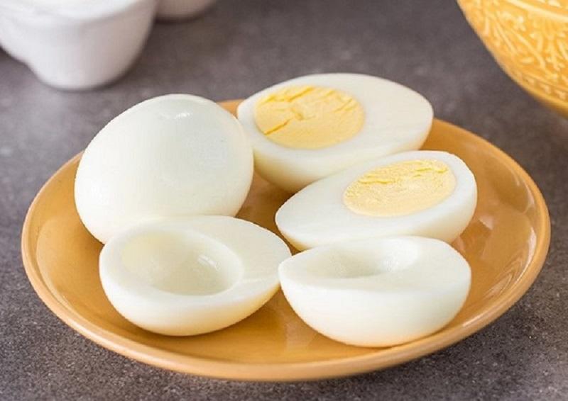 Mơ thấy trứng gà luộc là điềm tốt hay xấu