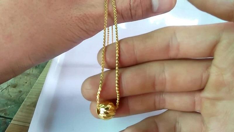 Người có gia đình mơ thấy dây chuyền vàng dự báo những điều tốt đẹp
