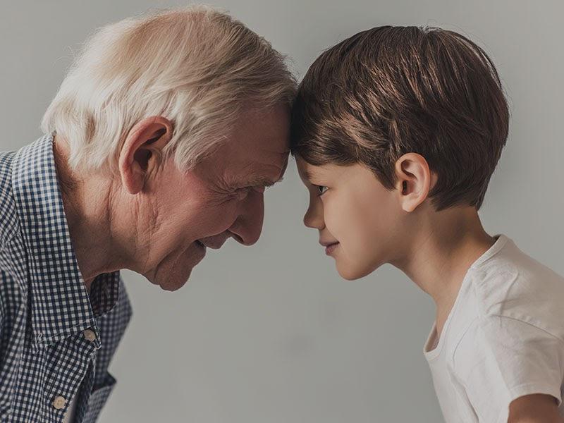 Mơ thấy ông nội hiện về nghĩa là nhắc nhở bạn nên quan tâm người trong gia đình mình hơn nữa!