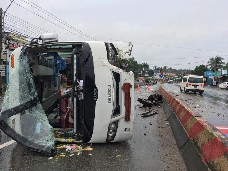 Mơ thấy chiếc xe khách lật báo hiệu điều xấu sắp xảy đến!