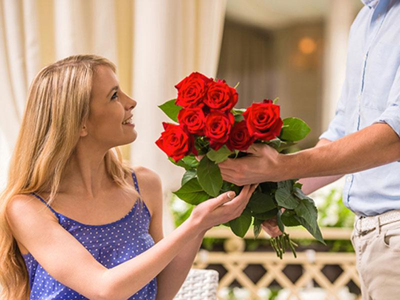 Ngủ thấy mình được người khác tặng hoa
