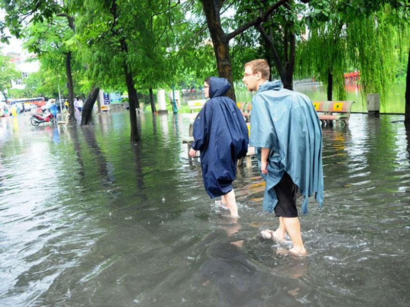 Chiêm bao thấy đang lội nước mưa