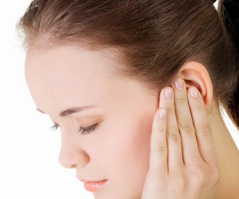Nóng tai trái, phải có thể là điềm báo tốt hoặc xấu